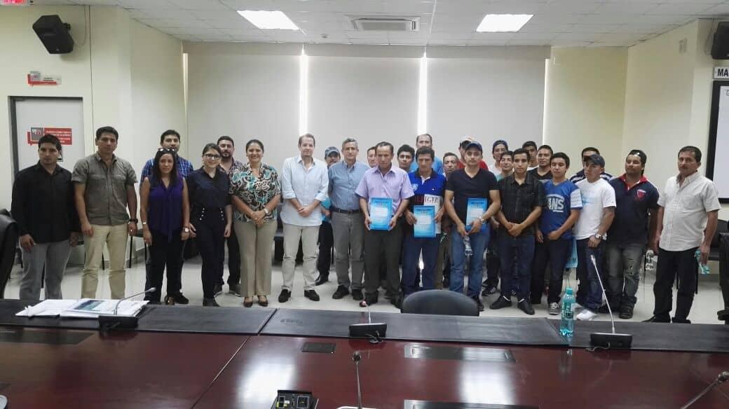 Tres grupos de mineros de Zaruma firman contratos de operación