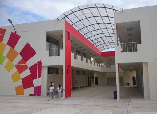 UEM Guayzimi, construida con regalías mineras, se inauguró en Nangaritza