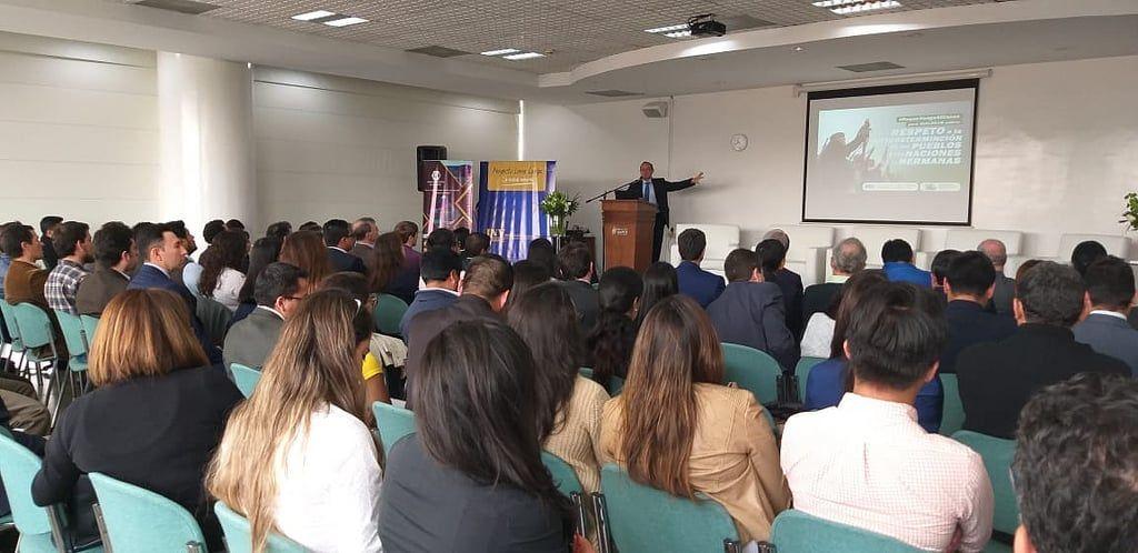Experiencia colombiana en la eliminación de consultas populares fue debatida en Quito