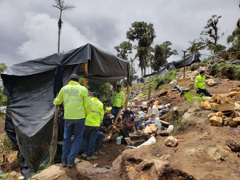 Los mineros ilegales huyen de Ponce Enríquez