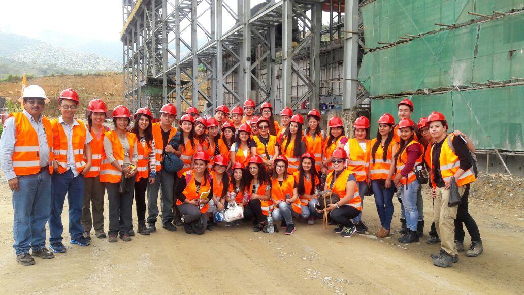 Estudiantes universitarios visitaron el proyecto minero Mirador