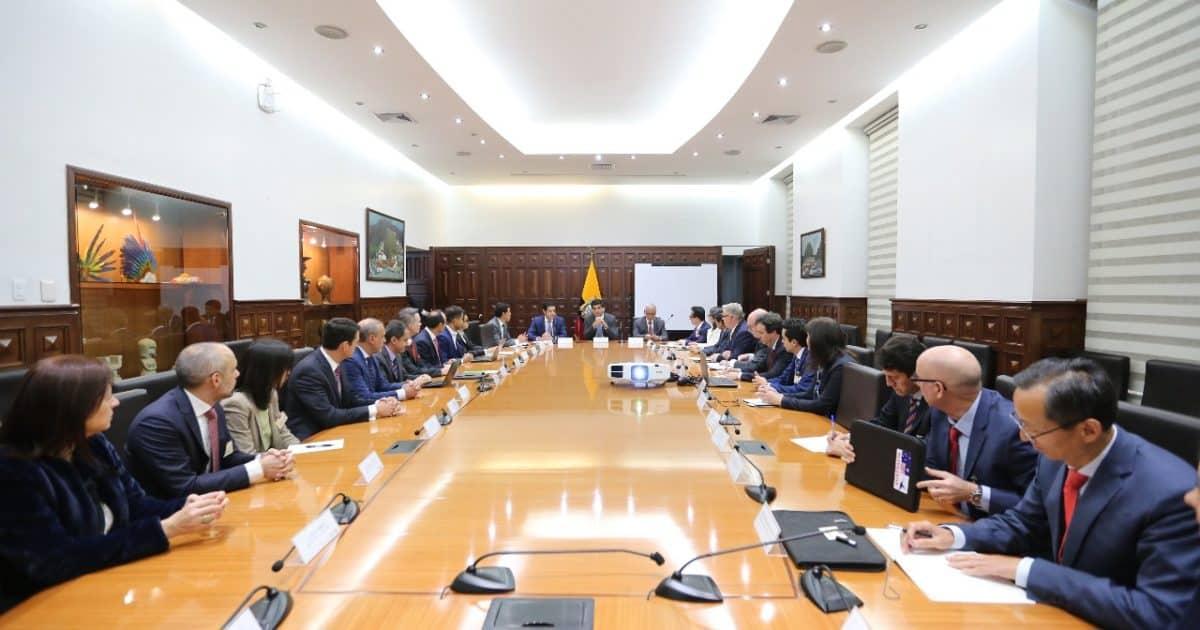 Vicepresidente de Ecuador se reunió con sector minero